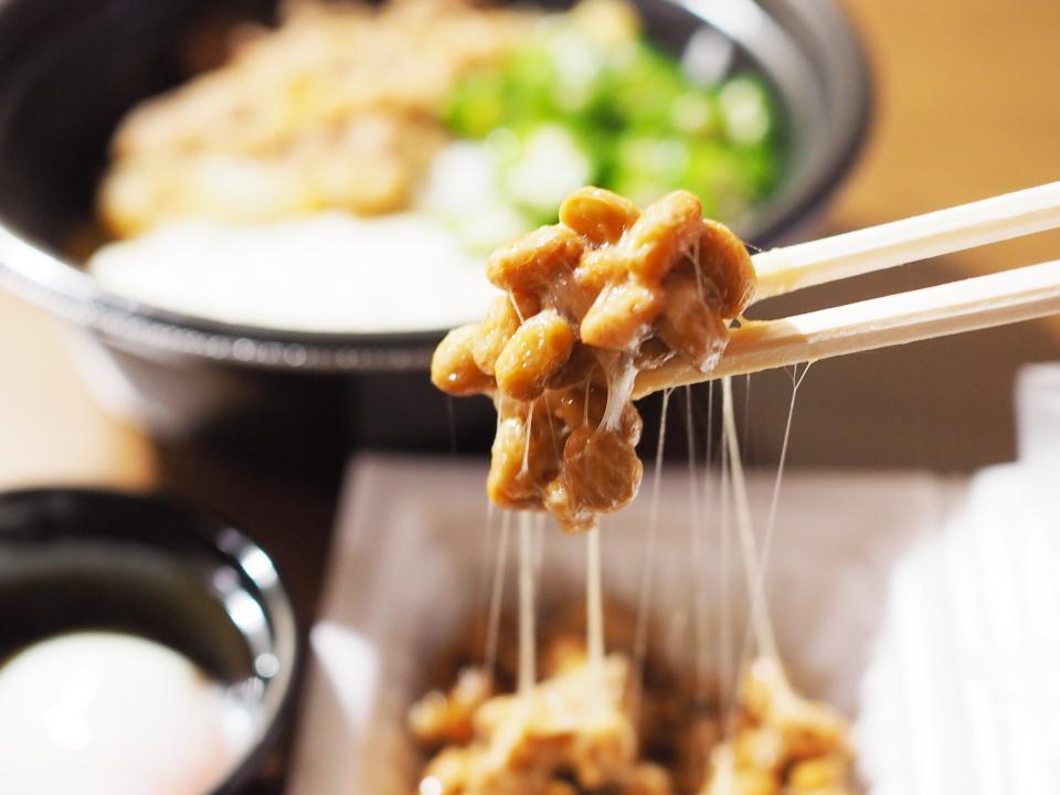 吉野家のネバとろ牛丼についてくる納豆は自分で混ぜる