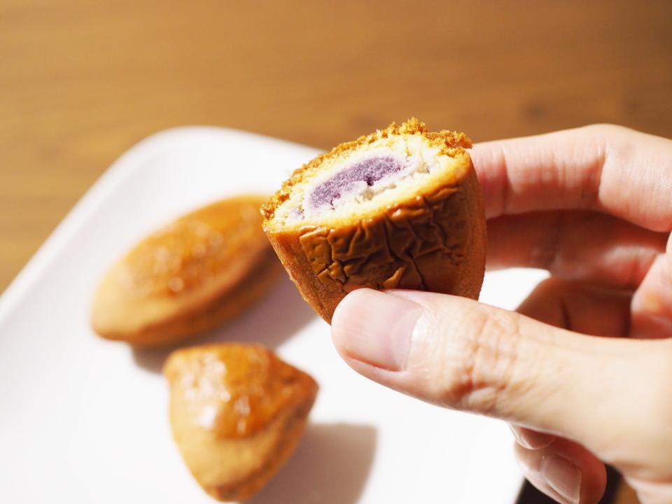御菓子御殿の沖縄いーもんはバター餡と紅いも餡の2層