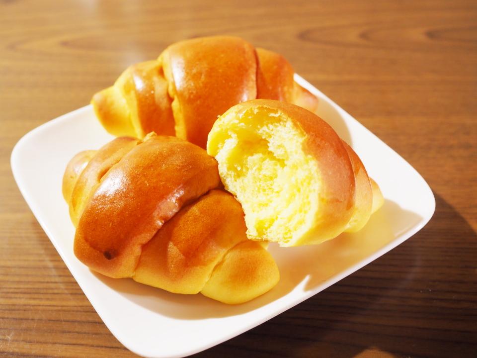 国産南瓜のほんのりとした甘みが活きたふんわり食感のロールパン