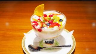 丸福珈琲店のヨーグルト・フルーツ添えの値段
