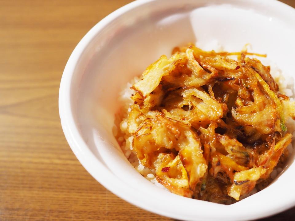 なか卯ではかき揚げの他、うま塩豚角煮丼も新発売