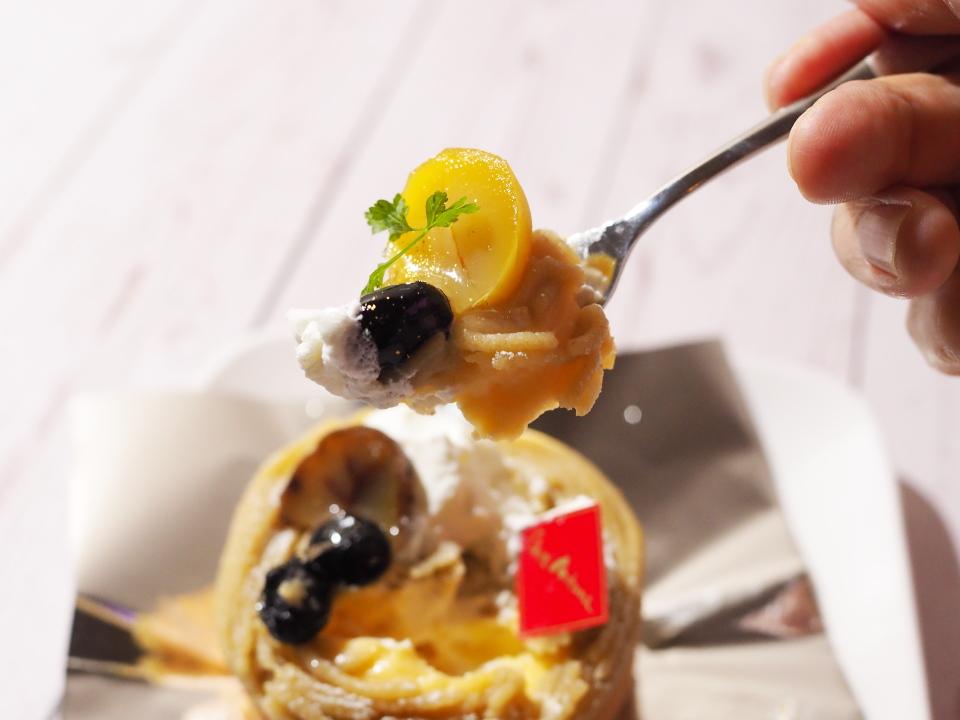 シェ・アオタニの自家製あんこと和栗のクリームのマロンロール