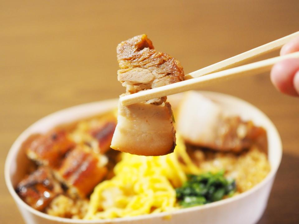 豚バラあぶり焼うなぎ錦糸丼の豚バラ